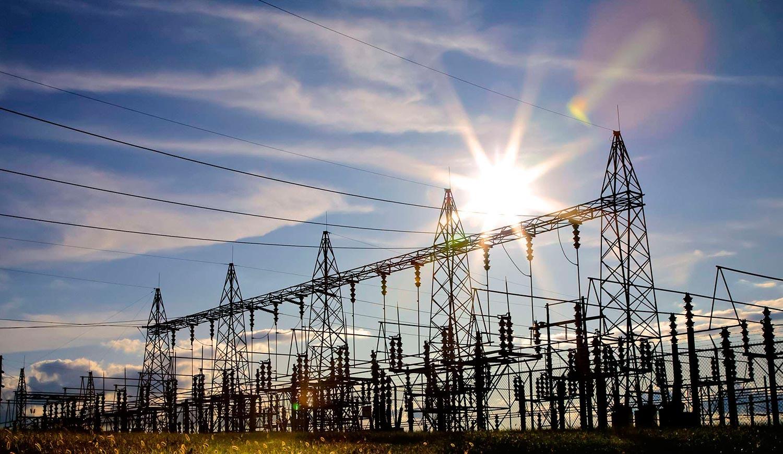 Generación y Suministro de Electricidad: Por un cambio de política Energética Torres Eléctricas